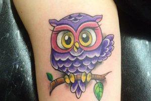 Buho color tatuaje